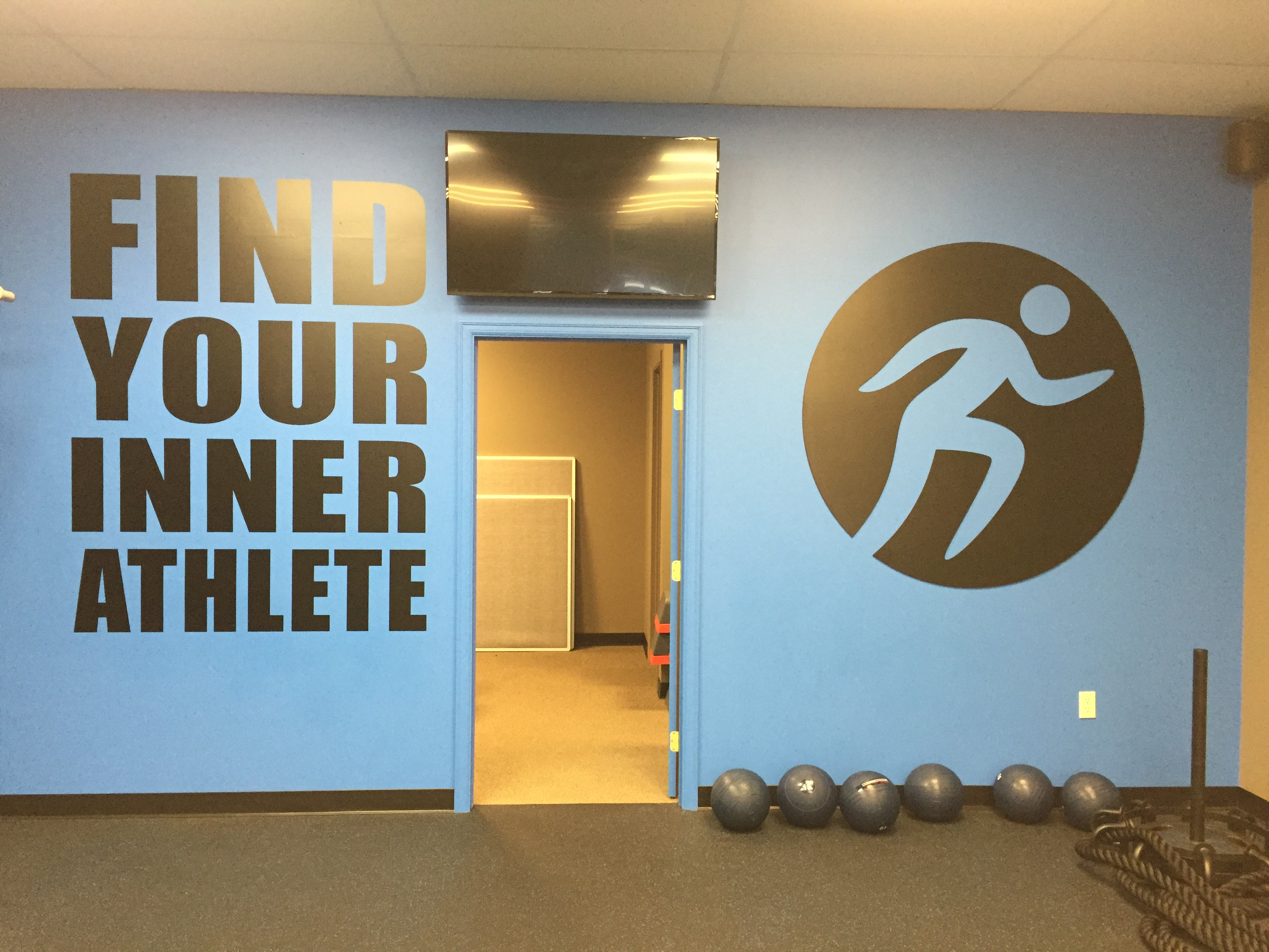 Wall graphics in Mill Creek for Inner Athlete